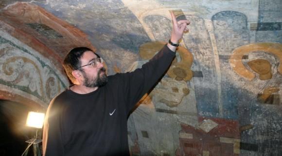 Владимир Сарабьянов с коллегами реставрирует фрески Мирожского монастыря уже не первый год