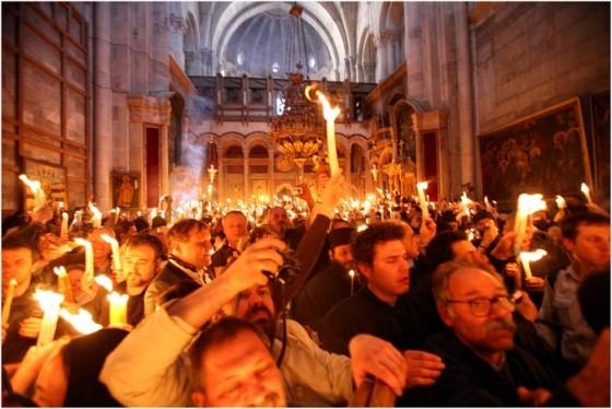 Схождение Благодатного Огня. Фото Михаила Моисеева