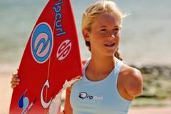 Бетани Гамильтон: история однорукой серфингистки