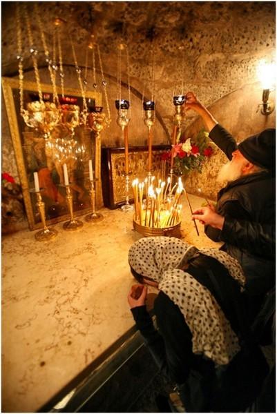 У Гробницы Божией Матери. Фото Михаила Моисеева