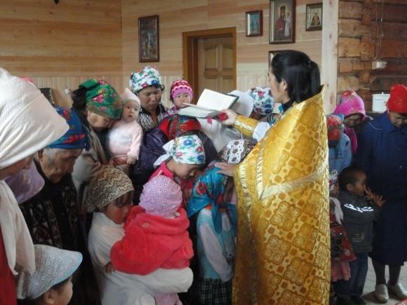 Богослужение в храме вмч. Пантелеимона в Балыктуюле