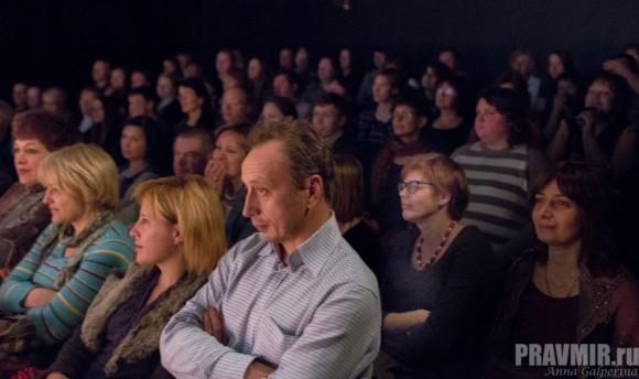 Майя Кучерская во втором ряду зрительного зала