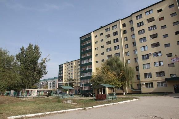 Восстановленные дома на окраине города
