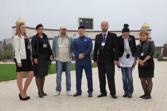 Делегация русских грозненцев. Фото с мэром города Грозного