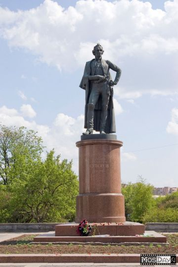 О.Комов. Суворов, скульптурная фигура.