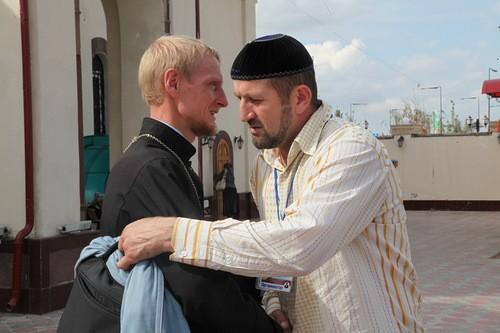 Отец Григорий Куценко и Сайпутдин Гутчигов. Фото Валерия Богатова