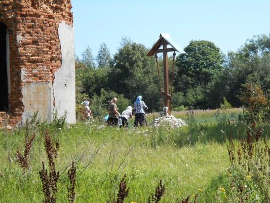 Преображенский храм села Внуково, поклонный крест