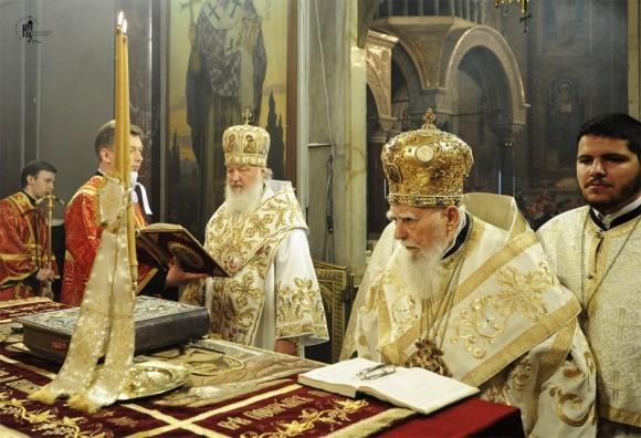 Божественная литургия в кафедральном Александро-Невском соборе Софии