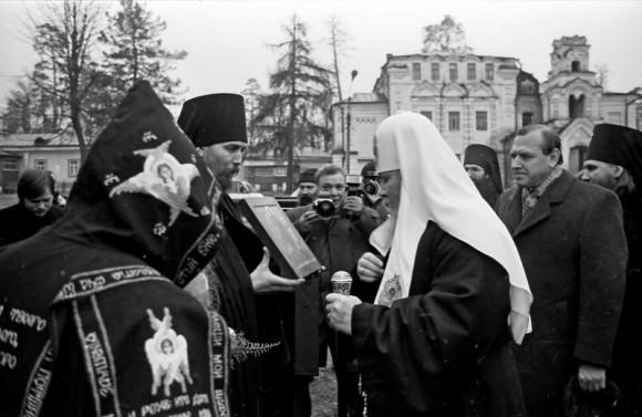 Святейший Патриарх Алексий II в Оптиной Пустыни, декабрь 1990 г.