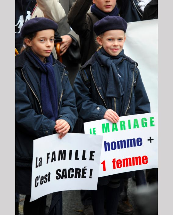"""""""Семья священна"""" """"Брак = 1 мужчина и 1 женщина"""""""