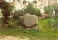 Памятный знак – камень.