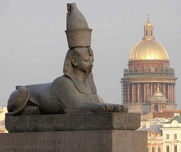 Сфинкс на Университетской набережной Санкт-Петербурга. Фото: spbfoto.spb.ru