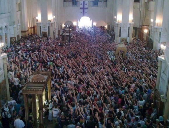 Руки, протянутые за благословением к Патриарху Илии II