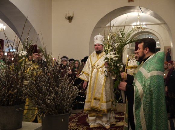 Первое богослужение на епископской кафедре