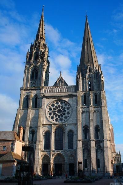 Кафедральны собор Шартра - один из самых известных памятников готической архитектуры