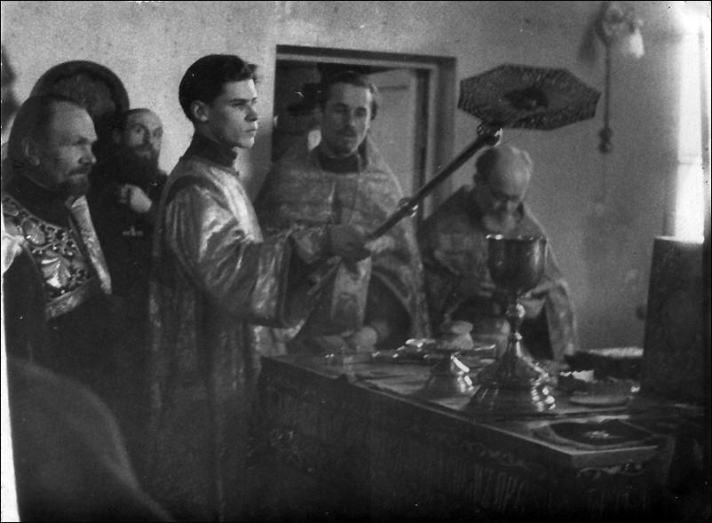 15 апреля 1950 г. Хиротония в сан диакона