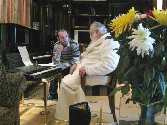 Патриарх Илия II и регент Патриаршего хора «Басяни» Симон Джангулашвили