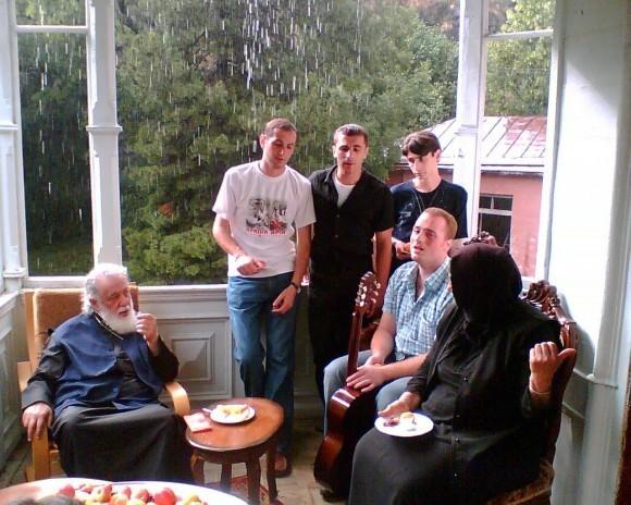 Патриарх Илия II с певчими хора кафедрального Свято-Троицкого собора «Басяни»