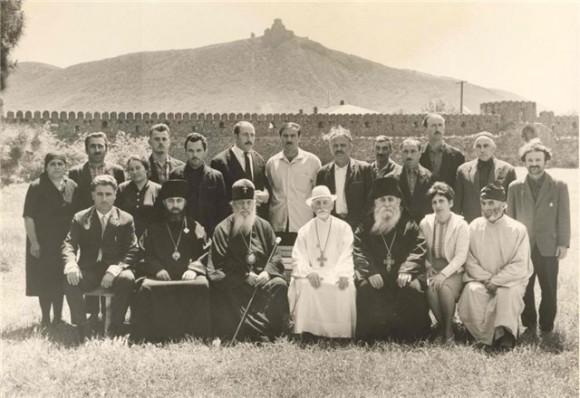 Мцхета. Владыка Илия (второй слева в нижнем ряду), Патриарх Ефрем, священнослужители и прихожане собора Светицховели