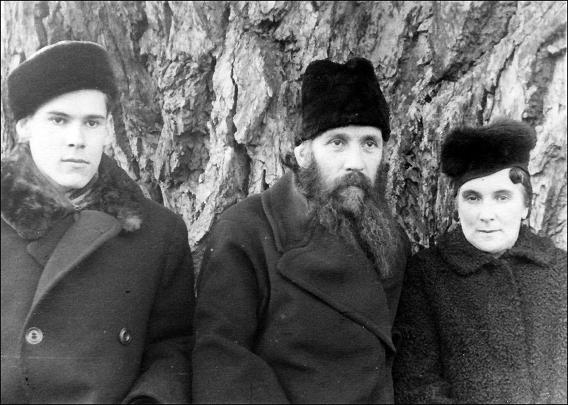 1949 г. Таллин. С родителями.