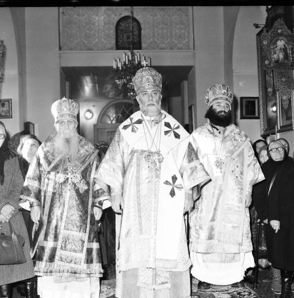 Во время богослужения: Патриарх Илия II (в центре), митрополит Зиновий (Мажуга, слева)