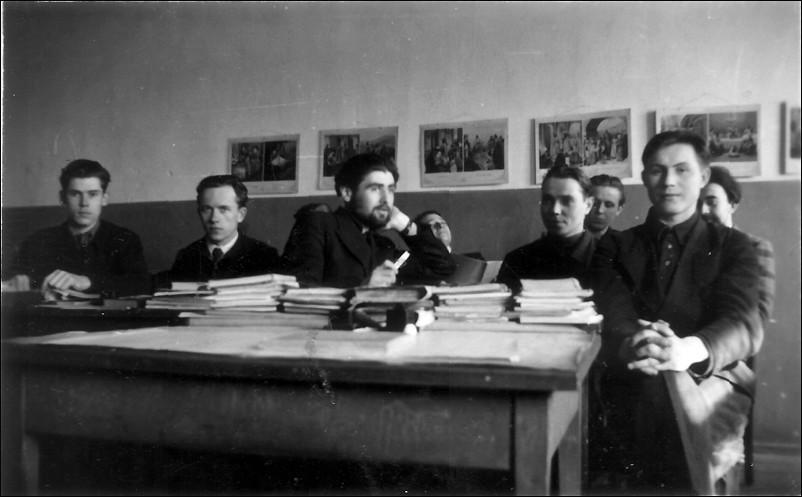 1948 г. 4 класс Ленинградской духовной семинарии. С преподавателями и однокашниками.