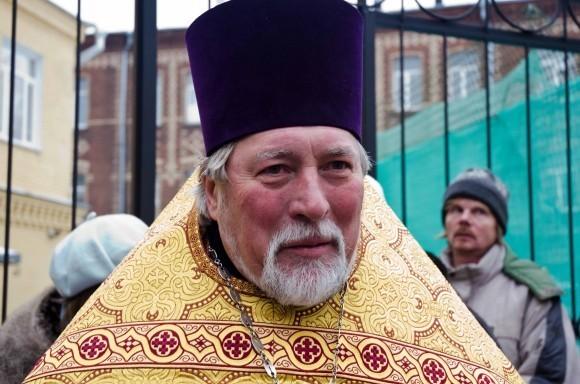 Настоятель храма священник Владимир Антонов