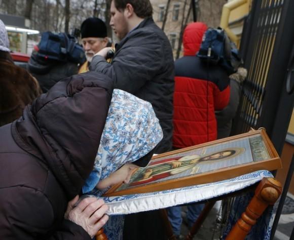 Молебен у храма св. Александра Невского (19)