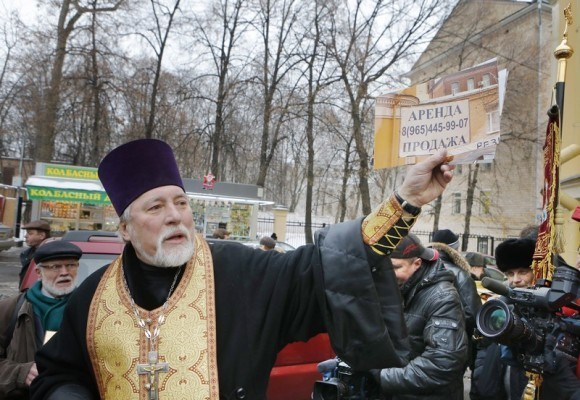 Молебен у храма св. Александра Невского (16)