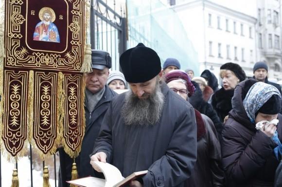 Молебен у храма св. Александра Невского (14)