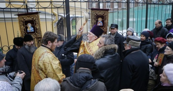 Молебен у храма св. Александра Невского (10)