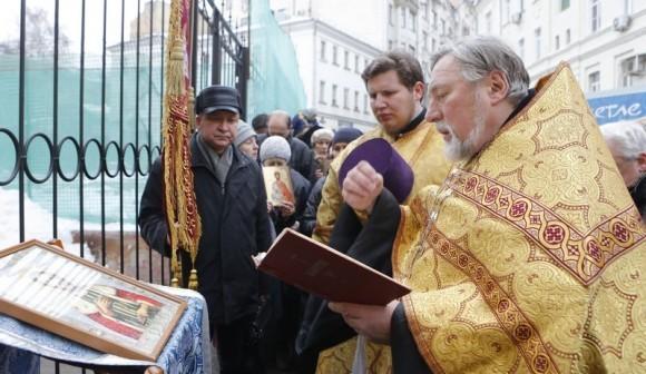 Молебен у храма св. Александра Невского (8)
