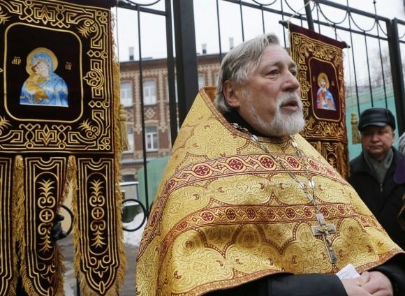 Молебен у храма св. Александра Невского (6)