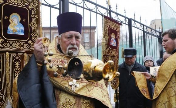 Молебен у храма св. Александра Невского (5)