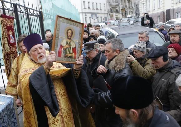 Молебен у храма св. Александра Невского (4)