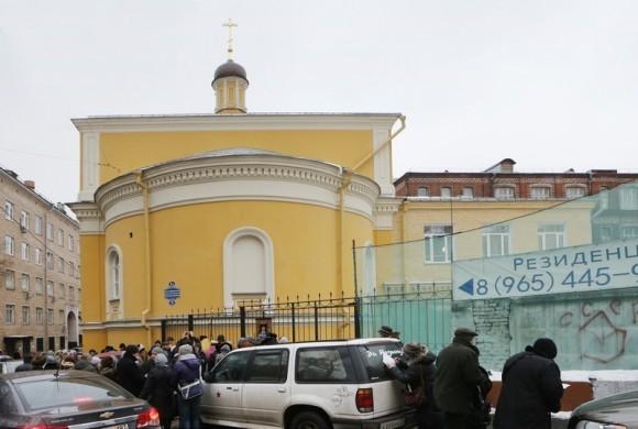 Молебен у храма св. Александра Невского (2)