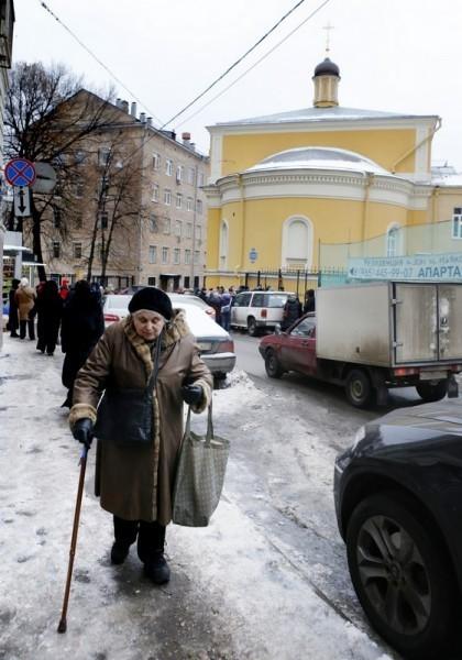 Молебен у храма св. Александра Невского (1)