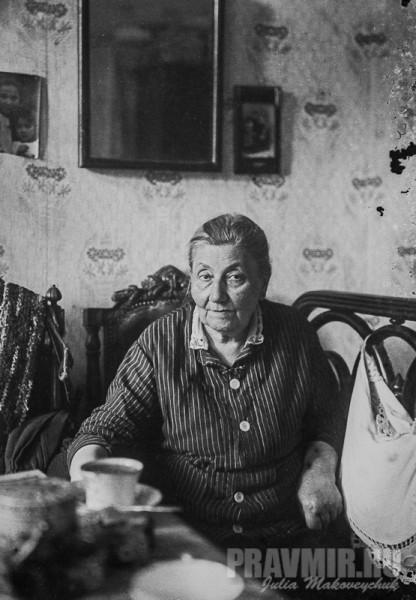 О.П. Флоренская в московской квартире (Долгий переулок). Конец 1920-х. Цифровая печать со стеклянного негатива