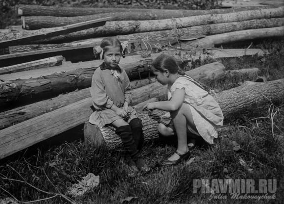 Мария и Ольга Флоренские. Сергиев Посад, конец 1920-х. Цифровая печать со стеклянного негатива