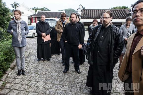 Рано утром гости и участники торжеств прибыли в Институт китайско-христианских исследований