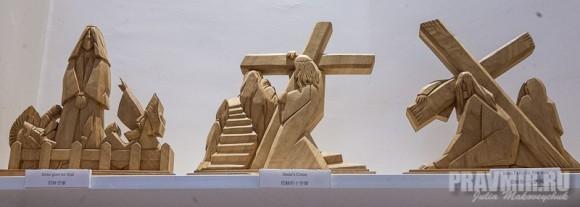 Деревянные скульптуры с основными моментами жизни Христа (в сувенироной лавке)