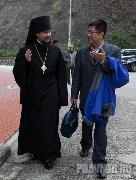 епископ Ефрем и проф. Чжан Байчунь