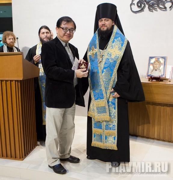 Проф. Даниэль Янг (Директор Института китайско-христианских исследований) и епископ Ефрем