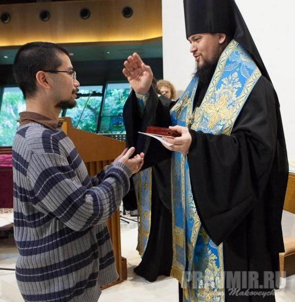 вручение памятной монеты Нельсону Митрофану Чину (Президент Братства всех китайских святых, Бостон, США)