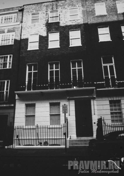 дом на Уэльбек-стрит, где находилась русская посольская церковь (в 1860 - поновлена). Сейчас в здании располагается головной офис компании медицинских услуг.