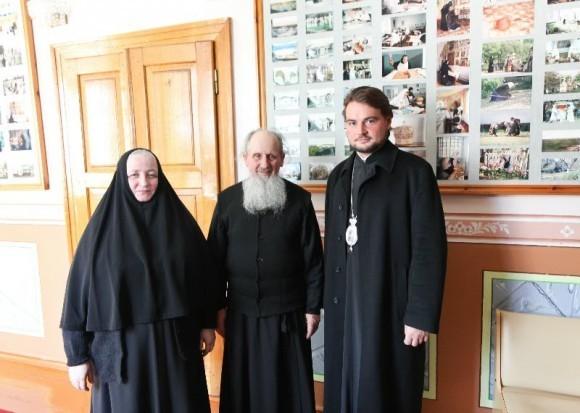 С о. Иосифом Богаченко и Игуменией Рафаилой. Корец, Свято-Троицкий монастырь. 2011 год