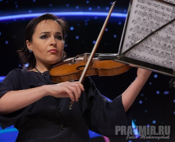 Анна Соколова, солистка Госконцерта (скрипка, сопрано), дочь прот. Николая Соколова (настоятеля храма свт. Николая в Толмачах)
