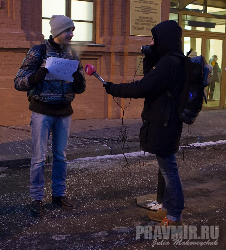 Пикеты против запрета усыновления зарубеж у Государственной Думы. Фото Юлии Маковейчук (39)