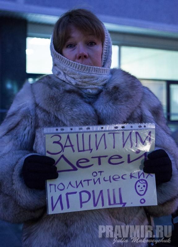 Пикеты против запрета усыновления зарубеж у Государственной Думы. Фото Юлии Маковейчук (38)