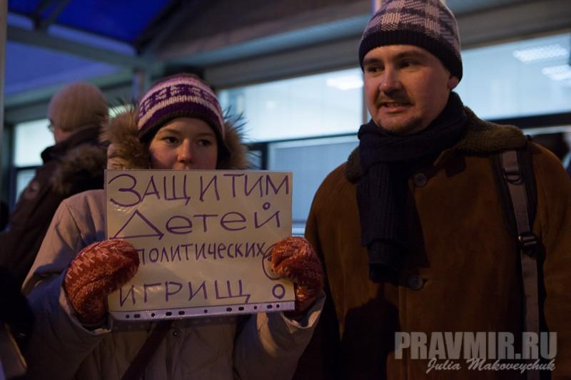 Пикеты против запрета усыновления зарубеж у Государственной Думы. Фото Юлии Маковейчук (36)